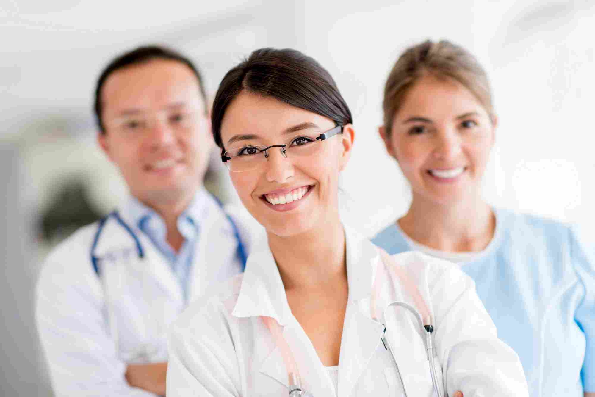 http://www.chiropracteur-plaisance.fr/wp-content/uploads/2015/12/doctors.jpg
